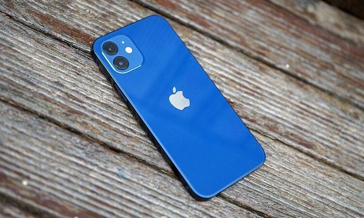 Pertimbangkan Hal-Hal Ini Sebelum Membeli iPhone 12 Biru